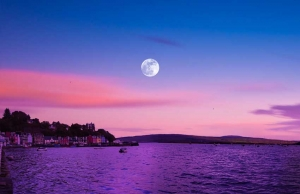 Full moon over Tobermory - See Scotland by campervan - Big Sky Campervan hire